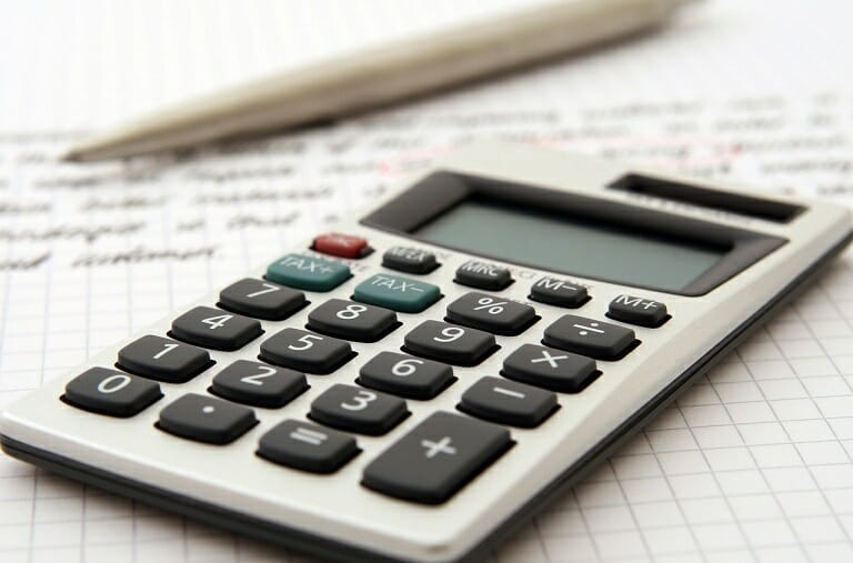 Kalkulator i długopis