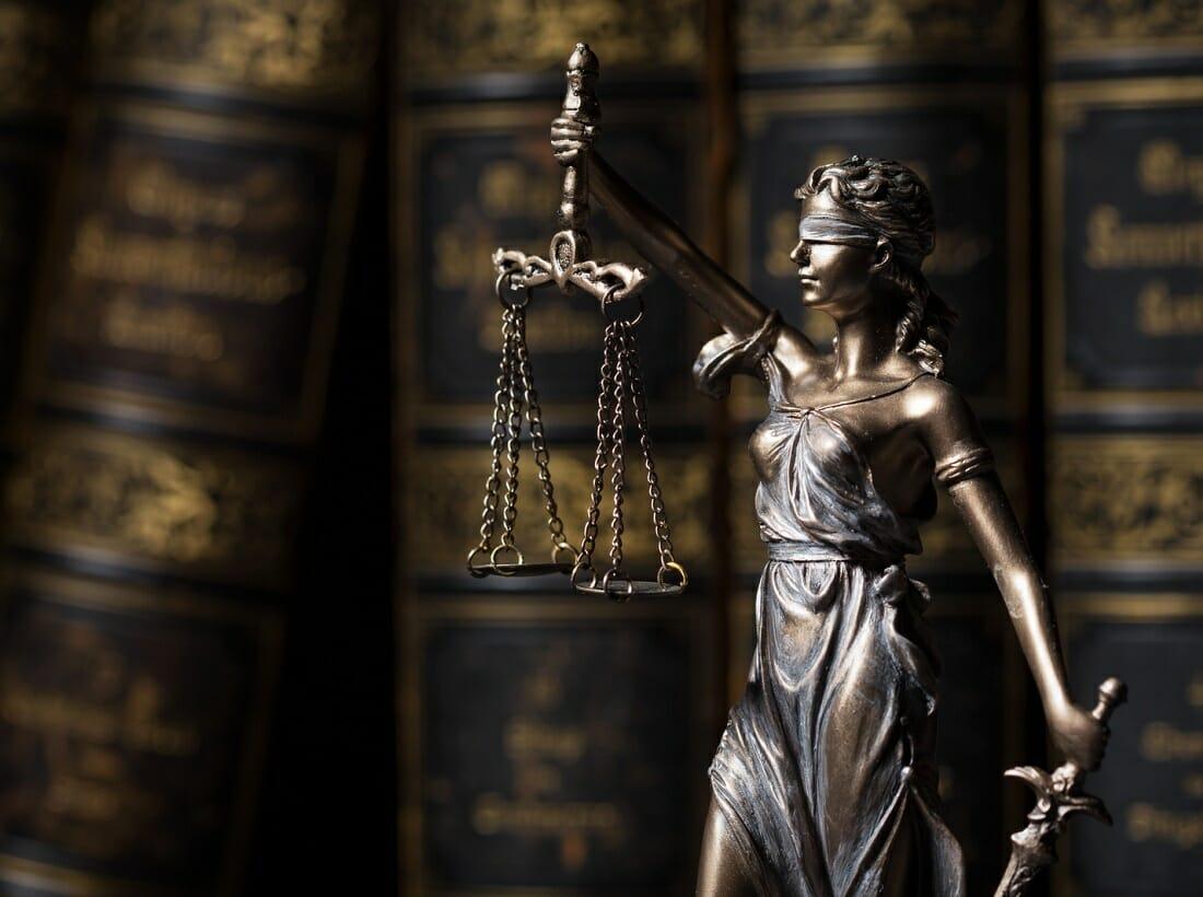 Książki prawnicze i Temida
